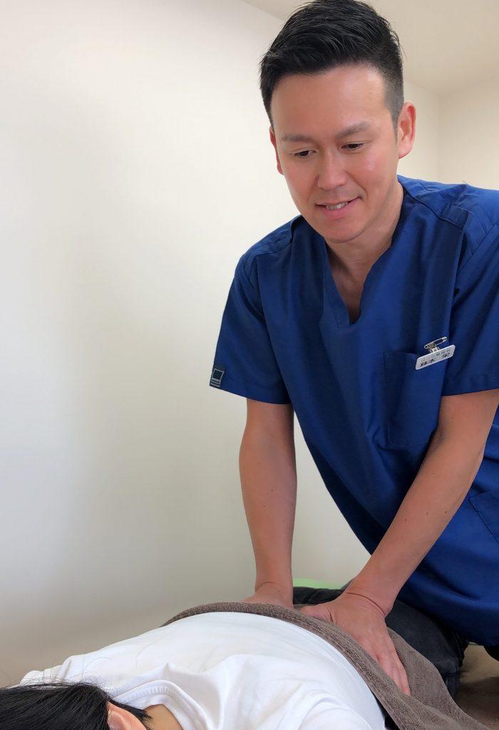 当院は無痛のソフトな施術で骨盤矯正・猫背矯正をします。