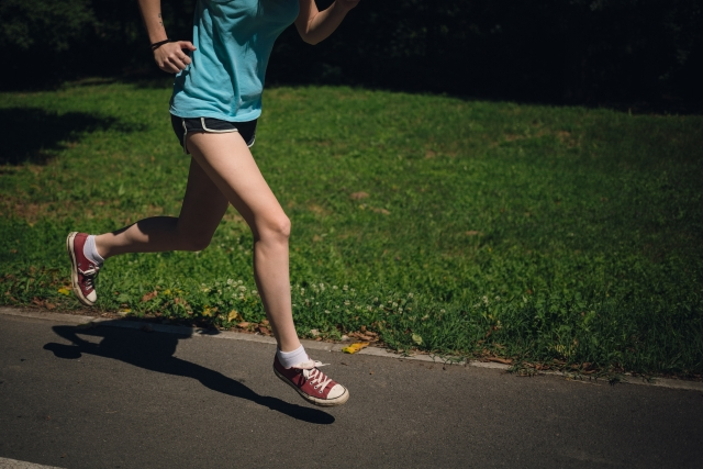 運動不足は肩こりの原因になります。