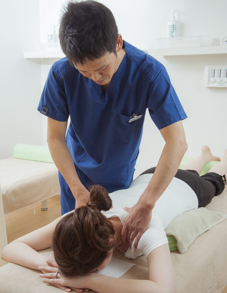 肩こりにお悩みなら、当院の肩こり治療を受けて下さい。
