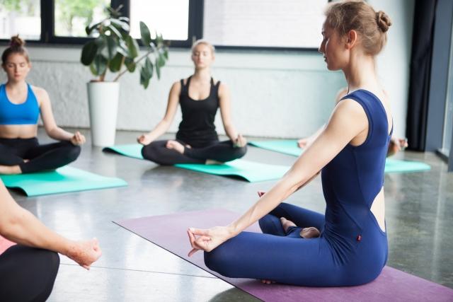 はっち美容整体の骨盤矯正で姿勢を改善し、若々しさを手に入れましょう。